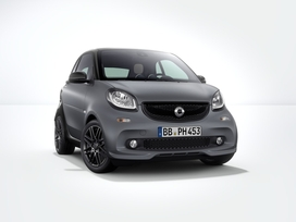 2017 smart fortwo now comes with available BRABUS Sport Package (European model pictured)